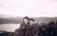 1940 - Agnes Cameron and Peter Spencer (evacuee) on Cnoc na Errich